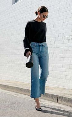 Sara donaldson - pantacourt jeans - pantacout - verão - street style мода в Fashion Week, Look Fashion, Trendy Fashion, Trendy Style, Chubby Fashion, Classic Fashion, Fashion 2018, 90s Fashion, Fall Fashion
