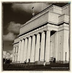 Anzac Day Commemorations in Auckland War Memorial Museum. 17 Photos  ... The Auckland War Memorial Museum is one of New Zealand's most important museums and war memorials   http://softfern.com/NewsDtls.aspx?id=836&catgry=7