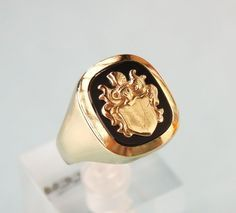 Catawiki Online-Auktionshaus: Wappen Herrenring mit Onyx 8K/333 Gelb Gold