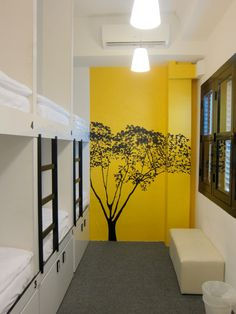 We hostel design s o paulo designed by felipe hess for Hostel room interior design ideas