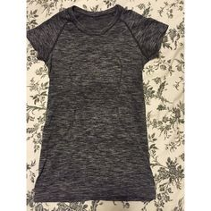 Lululemon shirt This is a barely worn workout shirt lululemon athletica Tops