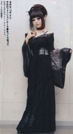 Pure-black Wa-goth (Japanese Goth) oooh! this is soooo perfect!!!