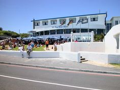 One of the best drinking holes in the Western Cape. The Blue Peter where people relax, drink and watch the sunset. The Village Bloubergstrand Cape Town Cool Places To Visit, Great Places, Places To Travel, Heart Place, Blue Peter, Cape Town South Africa, Paradise On Earth, Fishing Villages, Extreme Weather