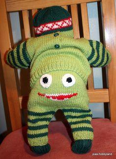 monsterbukse Baby Dress, Diy And Crafts, Dinosaur Stuffed Animal, Dolls, Knitting, Animals, Clothes, Dresses, Punto De Cruz