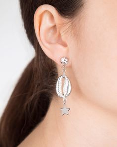 Shell & Star earrings for summer days from American designer Venessa Arizaga #jewellery #jewelry #earrings #earring #love #shell #star
