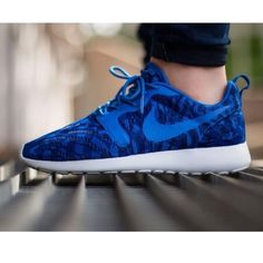 {Nike} Flyknit Roshe Jacquard Women's 9. Brand new, never been worn. Will be packed in a designer box to keep them safe. ❗️Price is firm, even when bundled❗️  ❌ No Trades/ No PayPal  ❌ No Lowballing  ✅ Bundle Discounts ✅ Ship Same or Next Day  % Authentic Nike Shoes