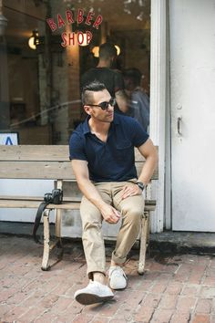 Men's wardrobe is virtually incomplete without stylish polo shirts. The best thing about these shirts is you can wear it for casual functions, sports functions and for formal too. Most commonly these shirts are worn for casual look. Polo Shirt Outfits, Polo Outfit, Blue Polo Shirts, Men's Shirts, Only Fashion, Mens Fashion, Crazy Fashion, Style Fashion, Mexican Men