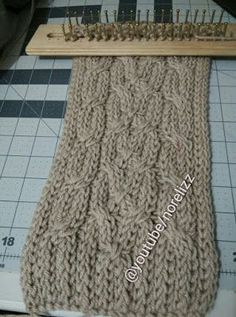 Telar de NoReLi Loom Knitting Stitches, Knifty Knitter, Loom Knitting Projects, Sweater Knitting Patterns, Knitting Needles, Knitting Machine, Knooking, Loom Scarf, Round Loom