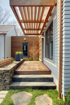 A minimalist modern patio at a stunning Greenwich, Connecticut home designed by Workshop/APD.