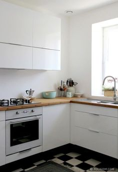 Faktum kitchen with abstrakt grey high gloss doors drawers and lansa stainles - Petites cuisines ikea ...