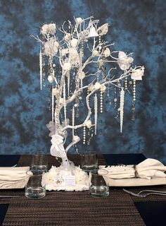 22-28 Inches White Wedding Manzanita Tree Centerpieces  For this listing of 22-28 Inches White Wedding Manzanita Tree Centerpieces, shipping is included in the price of the centerpieces. THE BASE IS NOT ASSEMBLED TO REDUCE SHIPPING COSTS. Therefore, ASSEMBLY IS REQUIRED or the trees can be placed in a vase during the wedding or other occasion. Please allow 1-2 weeks for preparation of the order. Rush orders are available for an additional charge. You can buy as many as you need, I offer a…
