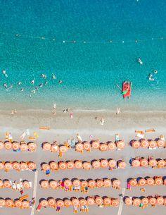 La plage vue du ciel par Gray Malin (Italie)