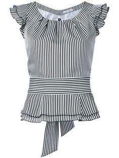 Shoppen Guild Prime Gestreiftes Top mit Volants Shop Guild Prime Striped top with flounces Blouse Styles, Blouse Designs, Bluse Outfit, Sewing Blouses, Work Attire, Mode Inspiration, African Fashion, Blouses For Women, Designer Dresses