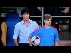 Joachim Löw kidding with a ball kid