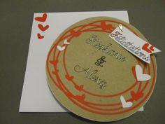 Carte ronde petits coeurs pour la Saint Valentin ou pour des amoureux fraichement mariés
