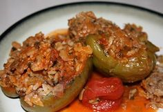Slow-cooker spanish rice with hamburger Slow Cooker Recipes, Crockpot Recipes, Cooking Recipes, Turkish Recipes, Ethnic Recipes, Slow Cooker Stuffed Peppers, Healthy Eating Tips, Beef Dishes, Soul Food