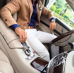 Styles Men provides a guide to the clothing styles for men. Find out the trendiest of men's fashion to create outfits and stylish looks on StylesMen. Mode Masculine, Mens Fashion Suits, Mens Suits, Stylish Men, Men Casual, Stylish Prom Suits, Casual Wear, Traje Casual, Style Masculin