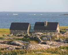 Beautiful Stone Cottage - sleeps beside beach - Houses for Rent in Roundstone, Galway, Ireland Stone Cottages, Cottages By The Sea, Seaside Cottages, Country Cottages, Cottage Design, House Design, Glass Walkway, Cottage Extension, Architecture Design