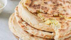 Turta cu branza sarata si usturoi Sheep Cheese, Mozzarella Sticks, Mashed Potatoes, Bread, Ethnic Recipes, Pizza, Crafts, Diy, Whipped Potatoes