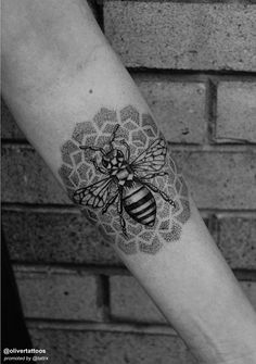 Oliver Kenton | San Francisco Californiatumblr: olivetattoos oliverkentontattoo@gmail.com Bumble Bee Tattoo, Honey Bee Tattoo, Tattoo Dotwork, Forearm Tattoos, Body Art Tattoos, I Tattoo, Tatoos, Oliver Queen Tattoo, Queen Bee Tattoo