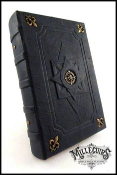Navigator's blue logbook by MilleCuirs on DeviantArt Grimoire Book, Leather Book Covers, Medieval Books, Leather Bound Books, Beautiful Book Covers, Cool Books, Magic Book, Pentacle, Handmade Books
