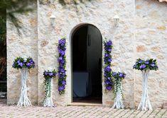 Γάμος σε κτήμα στην Βαρυμπόμπη με ορχιδέες βαντα σε άσπρες βάσεις από θαλασσοξυλα.Δεξίωση | Στολισμός Γάμου | Στολισμός Εκκλησίας | Διακόσμηση Βάπτισης | Στολισμός Βάπτισης | Γάμος σε Νησί & Παραλία.. Oversized Mirror, Wedding Dresses, Furniture, Home Decor, Ideas, Bride Dresses, Bridal Gowns, Decoration Home, Room Decor
