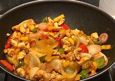 Wok csirkemell grillzöldséggel és quinoával | Ritter Alena receptje - Cookpad receptek Wok, Paella, Pasta Salad, Thai Red Curry, Food And Drink, Diabetes, Yummy Food, Healthy Recipes, Meals