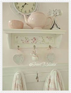 Staggering Tips: Shabby Chic Nursery Printables shabby chic wall decor vignettes.Shabby Chic Christmas shabby chic living room on a budget. Cocina Shabby Chic, Shabby Chic Mode, Shabby Chic Living Room, Shabby Chic Interiors, Shabby Chic Pink, Shabby Chic Bedrooms, Shabby Chic Kitchen, Shabby Chic Cottage, Vintage Shabby Chic