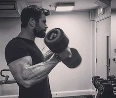 Watch the workout chris hemsworth used to build god-like arms