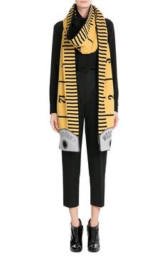 Moschino printed Wool-Cashmere Scarf look detail. From the Fall 2015 collection moschino is terribly over-branded, but i love the clever use of form Look Fashion, Fashion Details, High Fashion, Womens Fashion, Fashion Design, Fashion Trends, Scarf Design, Cashmere Scarf, Mode Inspiration