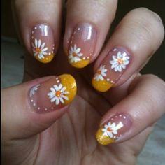 Daisy Wedding- The Nails.how hard is this? Daisy Nails, Flower Nails, Daisy Nail Art, Flower Nail Designs, Nail Art Designs, Fingernail Designs, Spring Nails, Summer Nails, Daisy Wedding