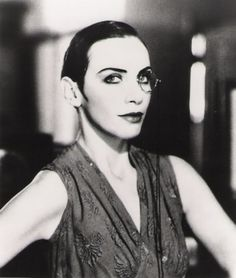gorgonetta:  [B/w photo of Annie Lennox with her hair slicked back, wearing a monocle]  even this description, free of the photo, would be pretty fucking awesome.