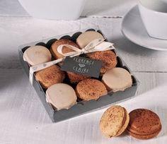 Box for cookies or macarons - SelfPackaging Macaron Packaging, Fruit Packaging, Bakery Packaging, Cookie Packaging, Mini Desserts, Tapas, Chocolate Bark, Cookie Crumbs, Printed Ribbon