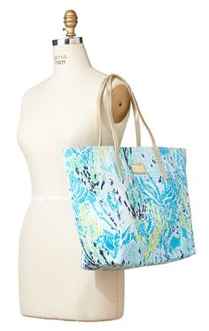 Lilly Pulitzer Resort Tote in Let's Cha Cha
