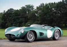 1959 Le Mans-winning Aston Martin DBR1/2, drivers Roy Salvadori and Carroll Shelby.