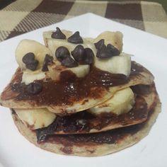 Nada como iniciar el día de forma dulce  Pancakes con chocolate  Ingredientes 1 taza de harina de avena 1 cdita de linaza molida 1/4 taza de harina de almendras  1 chorrito de leche de almendras  1 huevo  Revolvemos los ingredientes y llevamos a una sarté