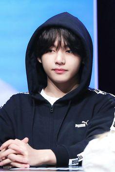this photo when fangirl said oppa taehyung you so handsome he had become so shy V Taehyung, Foto Bts, Bts Photo, Daegu, Bts Boys, Bts Bangtan Boy, Rapmon, Jung Hoseok, Fansign Bts