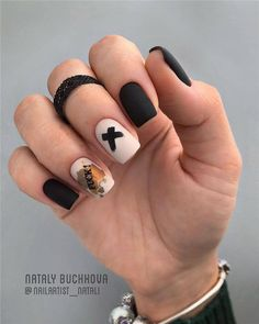 Nail art is a very popular trend these days and every woman you meet seems to have beautiful nails. It used to be that women would just go get a manicure or pedicure to get their nails trimmed and shaped with just a few coats of plain nail polish. Black Nail Art, Black Nails, Matte Nails, Flower Nail Designs, Nail Art Designs, Short Nails, Long Nails, Hair And Nails, My Nails