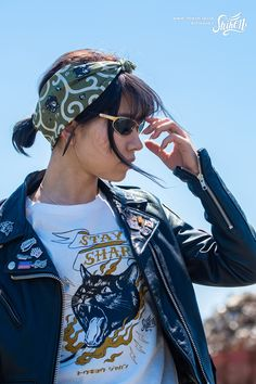 "Rock'n'Roll T-shirt designed with Shikon's character ""Sam Cat"" . #rock #ロック #tshirt #Tシャツ #rck'nroll #ロックンロール #teeshirt #shikon67 #rockandroll #ロカビリー #tees #rockabilly #バイク #motorcycle #オートバイ #bike #カフェレーサー #caferacer #ビンテージ #vintage #rockabella Rockabilly Cars, Rockabilly Fashion, How To Tie Bandana, Harajuku Japan, Cafe Racer Style, Riders Jacket, Bandana Styles, Bike Life, Pin Badges"