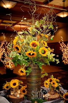 30 Sunflower Wedding Decor Ideas For You Big Day 2019 18 Sunflower Wedding Decor Ideas See more: www.weddingforwar The post 30 Sunflower Wedding Decor Ideas For You Big Day 2019 appeared first on Vintage ideas. Sunflower Arrangements, Wedding Flower Arrangements, Wedding Flowers, Sunflower Vase, Fall Arrangements, Wedding Veils, Wedding Reception, Fall Sunflower Weddings, Sunflower Wedding Decorations