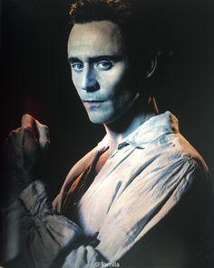 "Tom Hiddleston as Sir Thomas Sharpe in ""Crimson Peak"" From http://www.weibo.com/torilla"