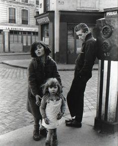 """Robert Doisneau 1957 """"Les enfants de la place Hébert"""""""