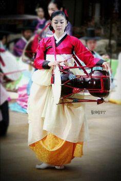 한복 Hanbok : Korean traditional clothes[dress] ** by himadhya Korean Traditional Dress, Traditional Fashion, Traditional Dresses, Korean Dress, Korean Outfits, Ethnic Fashion, Korean Fashion, Cultural Dance, Rare Clothing