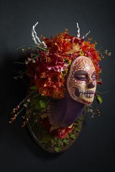 Настенные маски - неординарное представление о временах года (Фото)