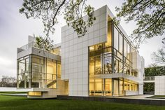 Rachofsky House Northwest Elevation by Richard Meier Richard Meier, Architecture 101, Architecture Drawings, Building Exterior, Building A House, Building Photography, Architectural Photographers, Famous Architects, Facade House