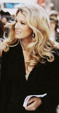 Blake Lively - Blonde locks with cascading loose curls, Lady T.