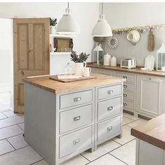 Kitchen Dinning, New Kitchen, Kitchen Interior, Kitchen Design, Grey Shaker Kitchen, Square Kitchen, Bungalow Renovation, Affordable Housing, New Homes