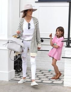 Alessandra Ambrosio Photos - Lily Aldridge and Alessandra Ambrosio Meet Up for Lunch with Their Kids - Zimbio