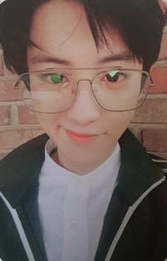 Chanyeol accidentally stumbled upon a porn video in the net, what shocked him was that the man in the video kept calling out his name. What's worse, was how h. Chanbaek, Kaisoo, Exo Ot12, Baekhyun, Park Chanyeol Exo, Kpop Exo, Exo K, Wattpad, Luhan And Kris