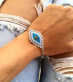 Silver and blue macrame eye bracelet Friendship Bracelet Patterns, Friendship Bracelets, Macrame Bracelets, Statement Jewelry, Turquoise Bracelet, Weaving, Eye, Beads, Unique Jewelry